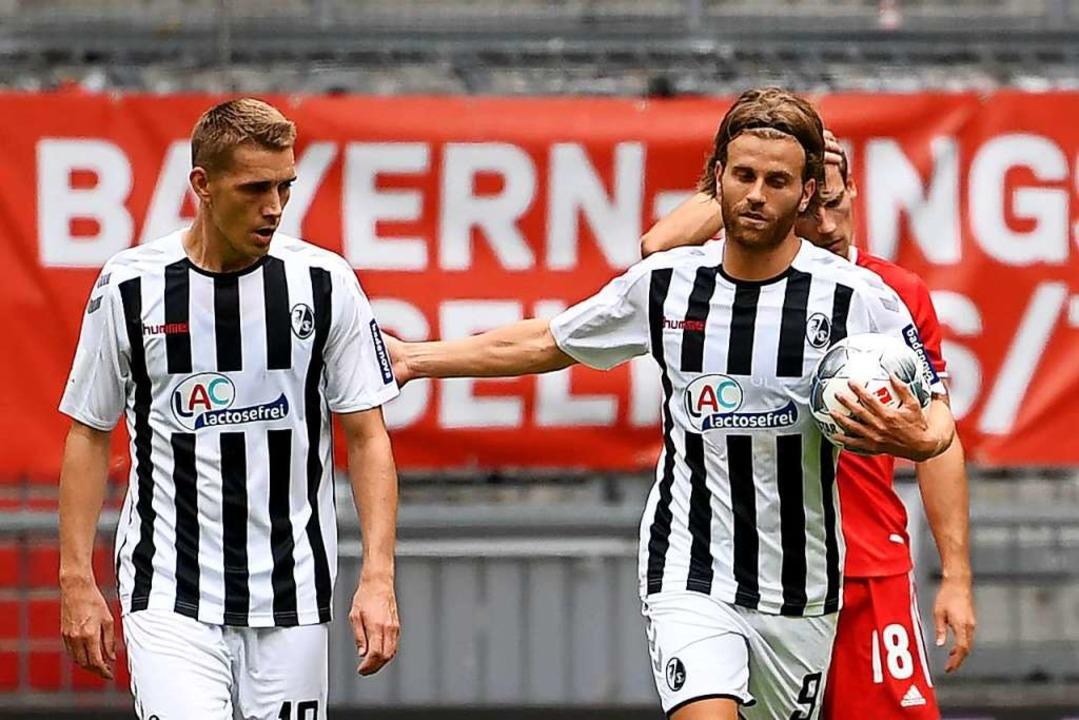 Verhaltene Freude: Lucas Höler (rechts...n dritten Treffer gegen den FC Bayern.    Foto: Sven Hoppe (dpa)