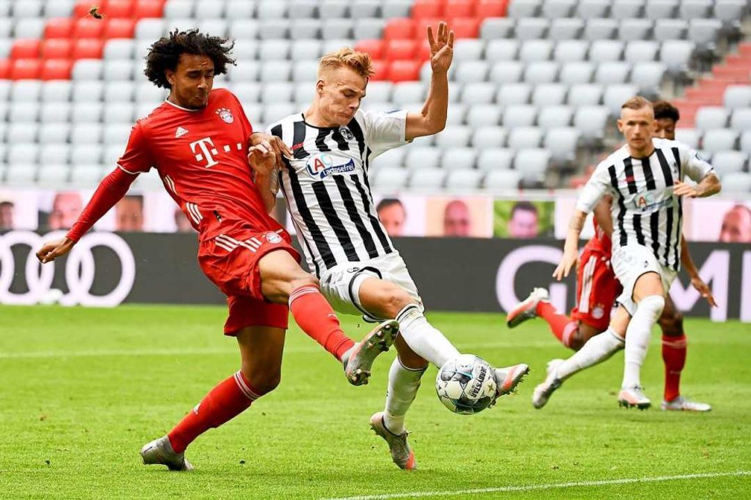 Lienhart ist gegen Lewandowski bemüht,...st. Vorwürfe kann man ihm kaum machen.    Foto: SVEN HOPPE (AFP)