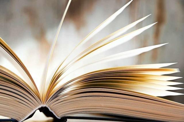 Frau ist von Buch gefesselt und verpasst Büchereischließung – Polizei muss kommen