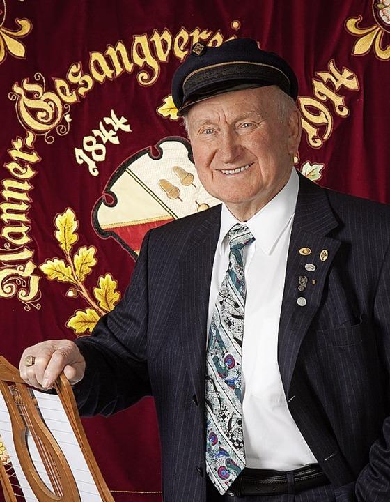 Aus Anlass der 65-jährigen Mitgliedsch...geschenkt. Heute wird er 90 Jahre alt.  | Foto: Foto Neuhäuser/Sylke Neuhäuserl
