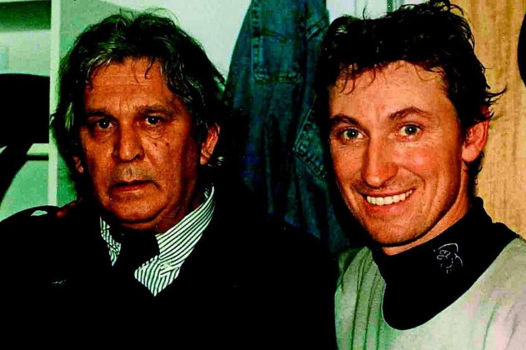 NHL-Superstar Wayne Gretzky (rechts) n...maligen EHC-Chef Georg-Heinrich Kouba.  | Foto: Markus Hofmann