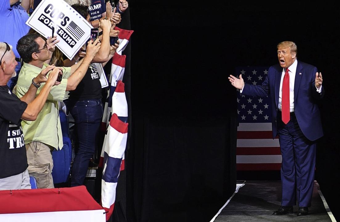 Trump bei seiner Ankunft in der Sporthalle in Tulsa     Foto: NICHOLAS KAMM (AFP)