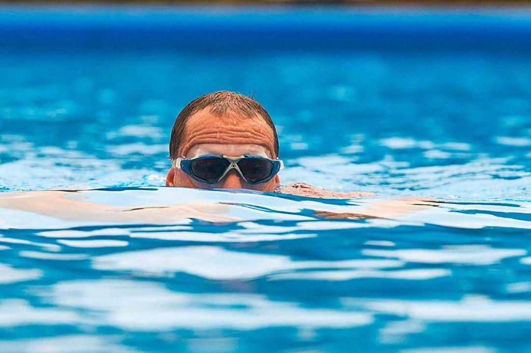 Schwimmer im Wasser  | Foto: Uwe Anspach