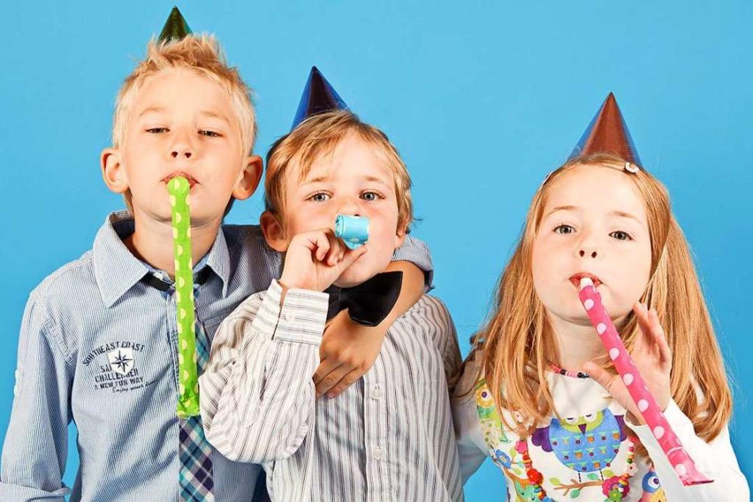 Lange nicht gesehen? Oder gibt es etwas zu feiern? Ein Anzeigengruß überrascht.  | Foto: Claudia Paulussen (stock.adobe.com)