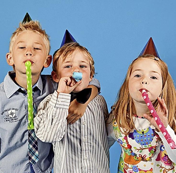 Lange nicht gesehen? Oder gibt es etwas zu feiern? Ein Anzeigengruß überrascht.    Foto: Claudia Paulussen (stock.adobe.com)