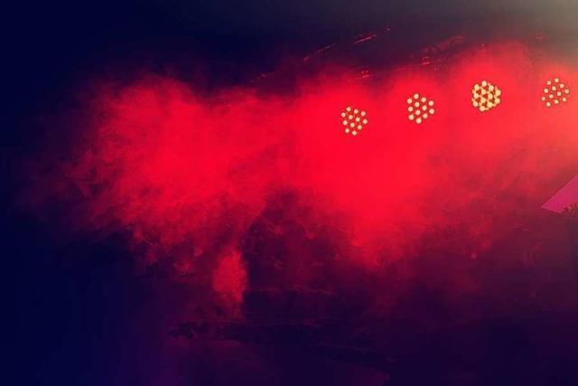 Night of Light strahlt Bauwerke rot an und sendet einen Hilferuf