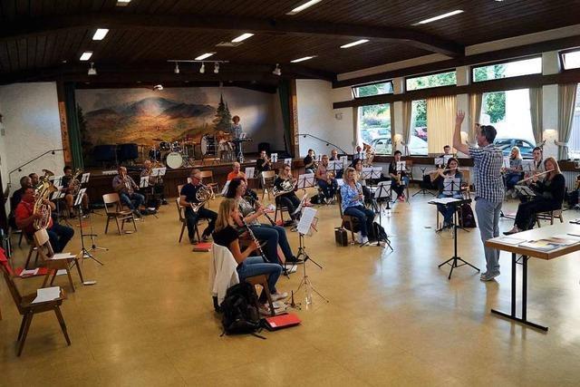 Der Musikverein Eggenertal probt wieder im Orchester