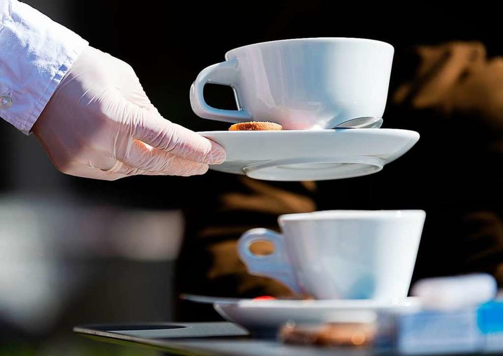 Lange Zeit konnten Cafés und Restauran...inmal eine Tasse Cappuccino servieren.  | Foto: Robert Michael