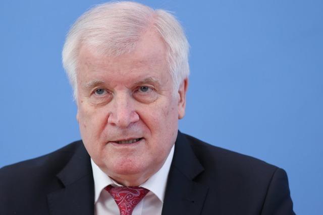 Seehofer verbietet Vereinigung, die Hitler huldigt