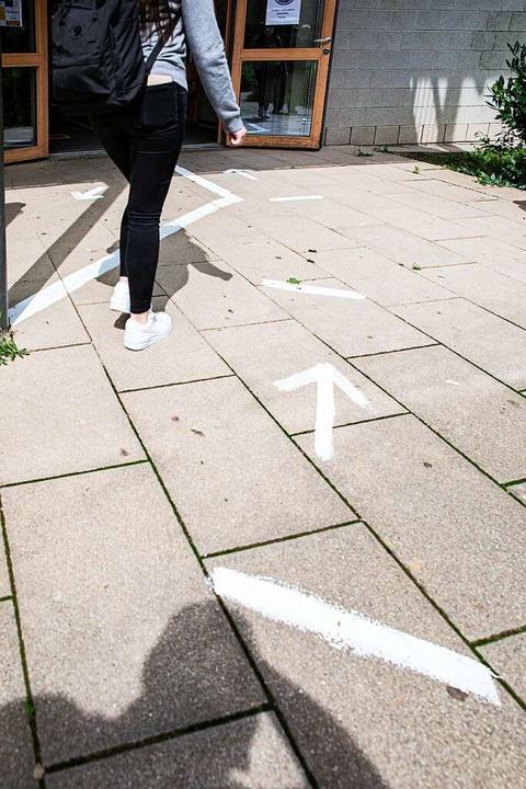 Abstandsregeln gelten weiterhin: Von e...orts nach wie vor nicht die Rede sein.  | Foto: Hubert Gemmert