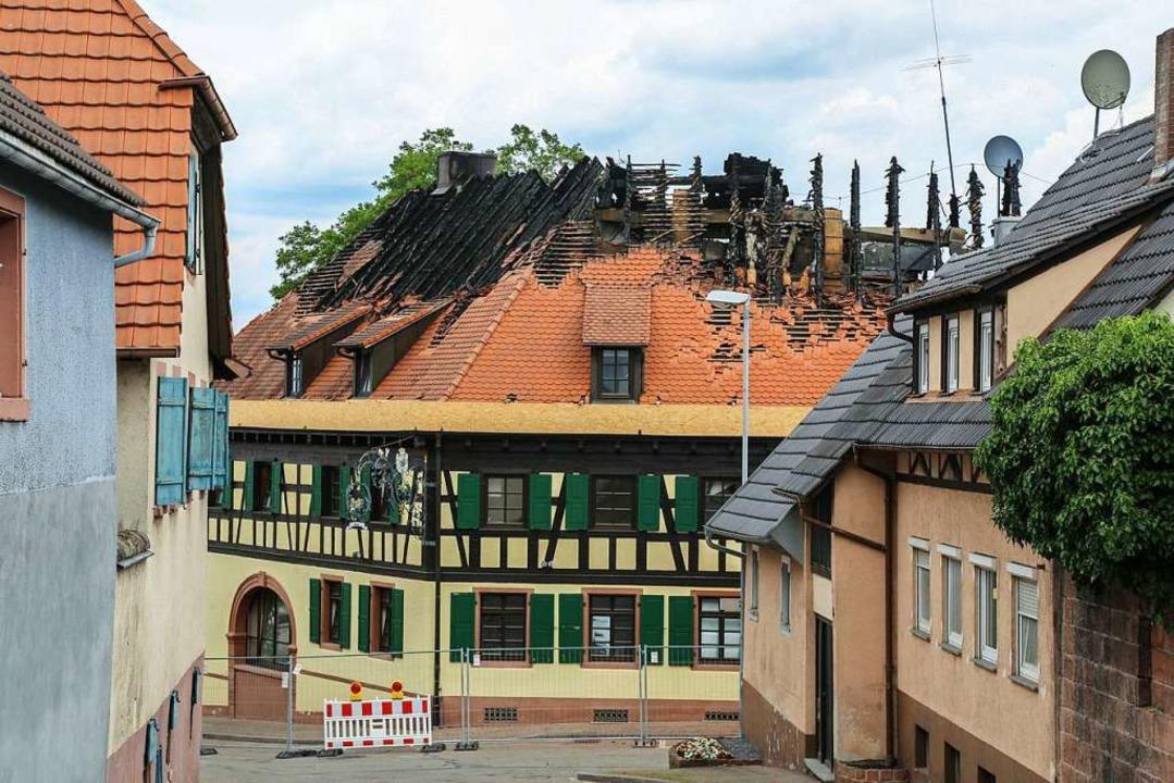 Das ausgebrannte Gasthaus Löwen in Mahlberg  | Foto: Sandra Decoux-Kone