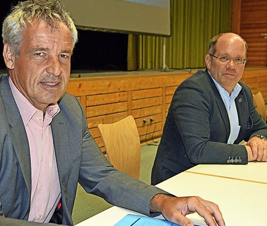 Valentin Weislämle und Nico Prinz (von... Analyse zum Tourismus im Dreisamtal.     Foto: Gerhard Lück