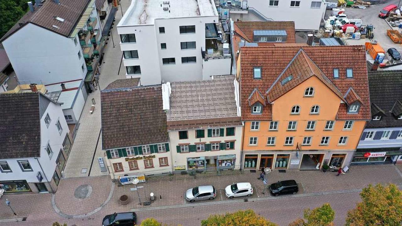 Die Stadt Schopfheim möchte die durch ...t sieht die Gebäude als erhaltenswert.  | Foto: Martin Klabund