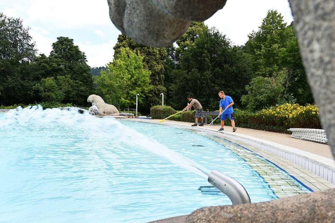 Die Freiburger Verwaltung will prüfen,...n wie dem Strandbad verbringen können.  | Foto: Rita Eggstein