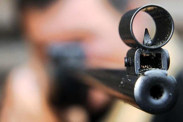 In Küssaberg ist möglicherweise mit einem Luftgewehr auf einen Linienbus geschossen worden