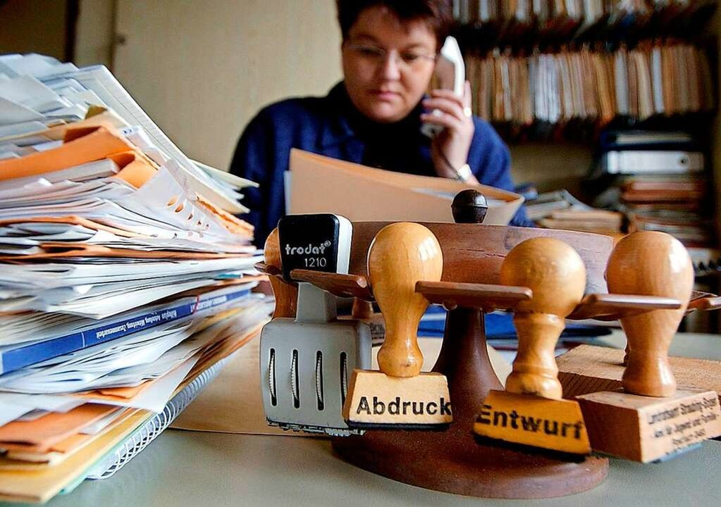 In den Büros der Rathäuser sind immer mal wieder Stellen frei (Symbolbild).  | Foto: A3528 Armin Weigel