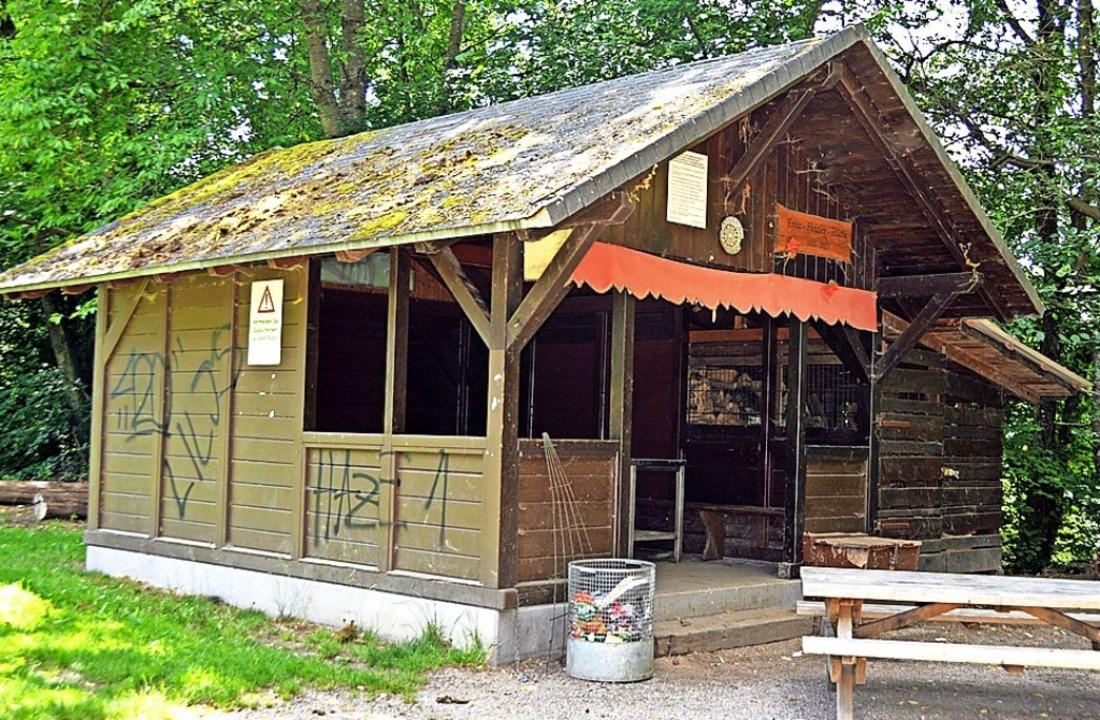 Die bisher offene Fritz-Heizler-Hütte ...ttern vor Vermüllung geschützt werden.  | Foto: Gerhard Lück