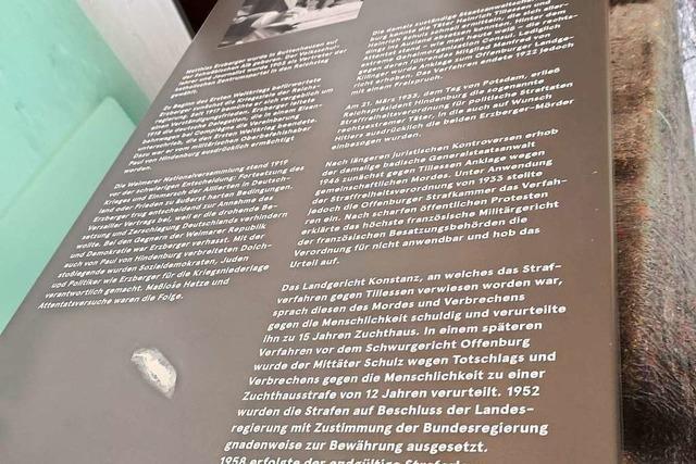 Gedenktafel in der Hindenburgstraße zerkratzt, die an einen rechten Terrormord erinnert