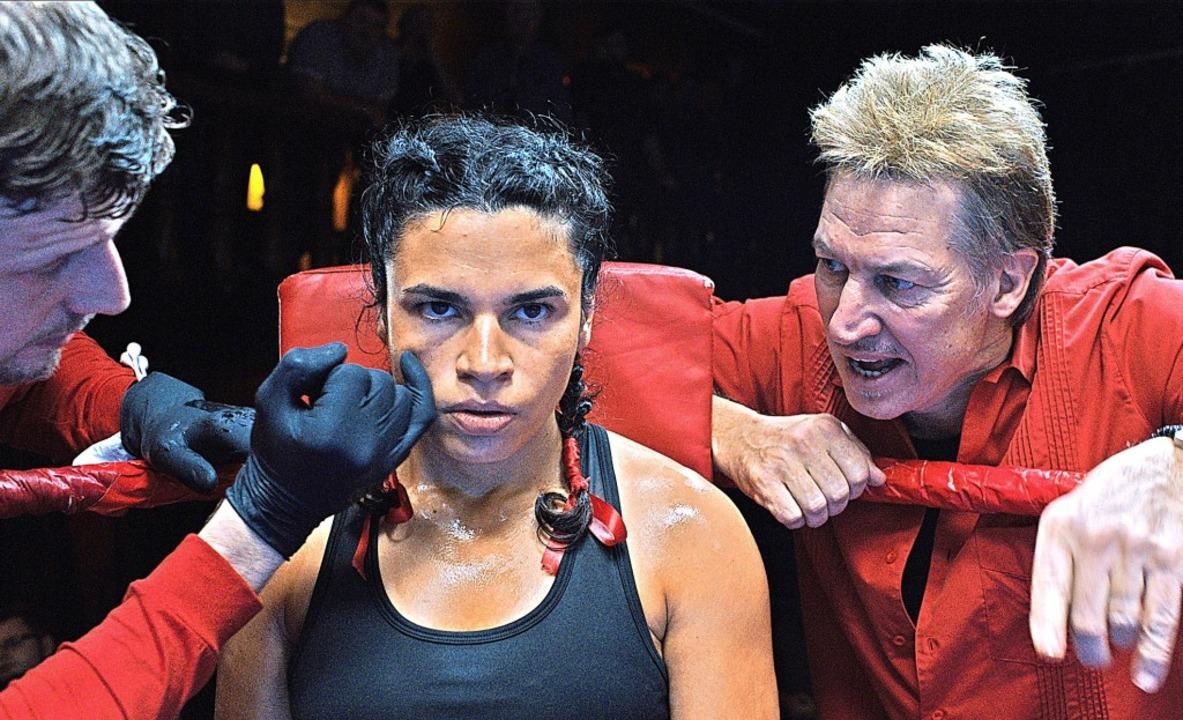 Die boxende Roma-Frau und der Hamburge...rban als Ali, Tobias Moretti als Tanne  | Foto: Lukas Gnaiger/Majestic