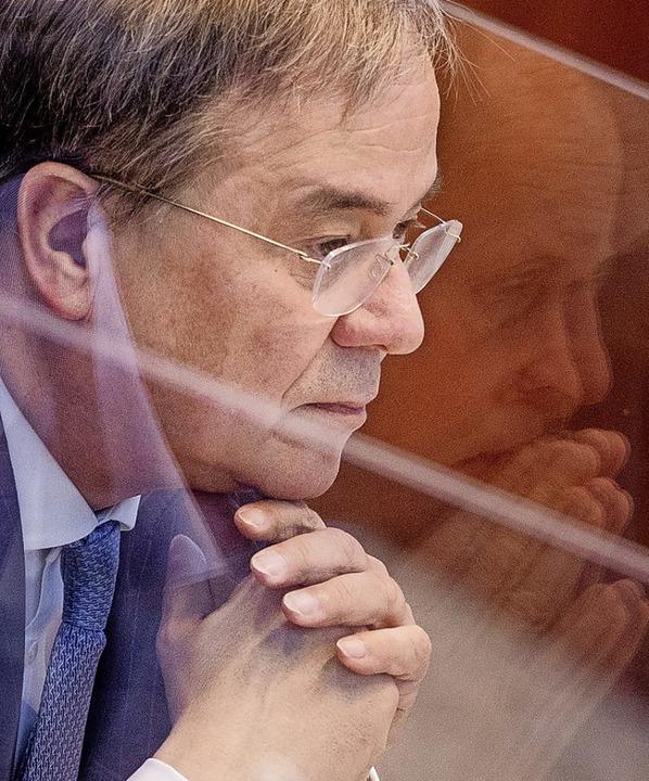 Armin Laschet musste sich im Düsseldorfer Landtag harte Kritik anhören.    Foto: Rolf Vennenbernd (dpa)