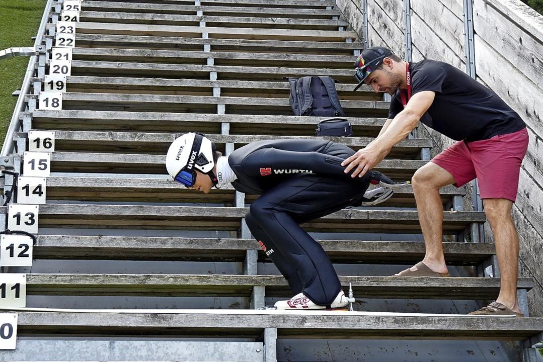 Hand anlegen:  Sportwissenschaftler Fl...mbinierers Jonas Maier vom SC  Waldau.  | Foto: Johannes Bachmann
