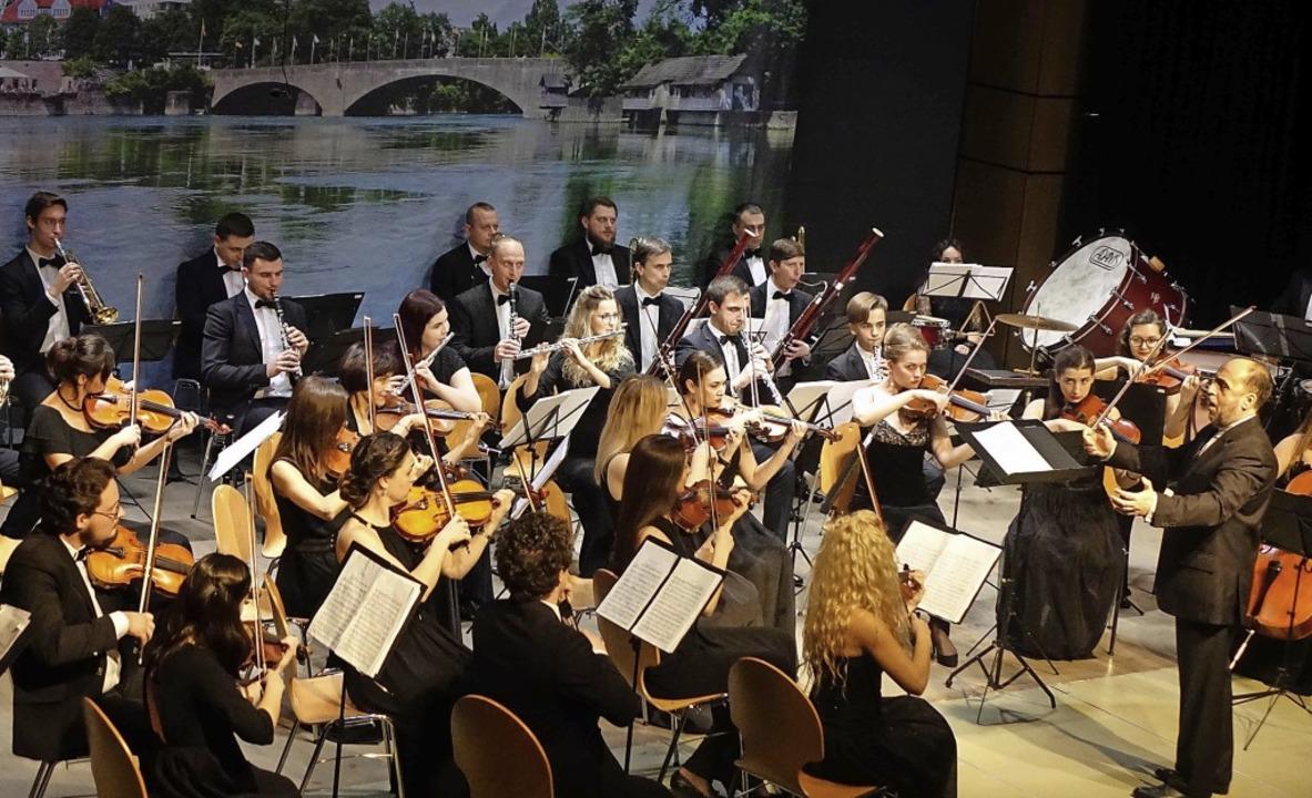 Die Junge Philharmonie der Ukraine Lem...ant zum Neujahrskonzert anreisen kann.  | Foto: Roswitha Frey