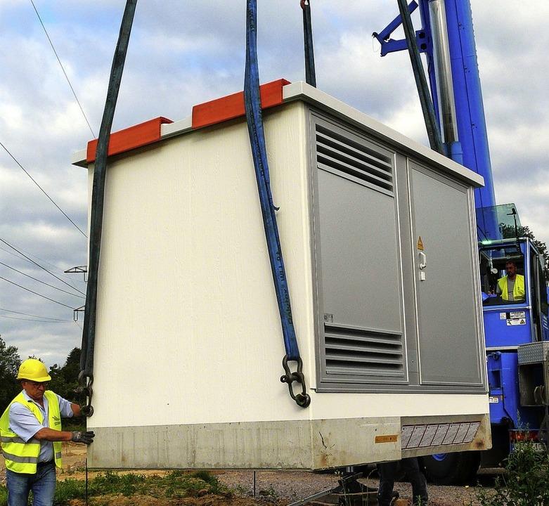 Die ED Netze investiert rund 310000 Eu...die Transformatorenstation errichtet.   | Foto: Energiedienst