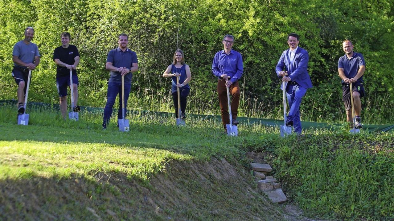 Die Verantwortlichen beim Spatenstich für das neue Baugebiet Mühlenpfad IV   | Foto: Sandra Decoux-Kone