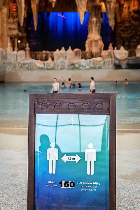 Zur Wiedereröffnung waren noch 150 Bad...ad erlaubt, jetzt sind es nur noch 80.  | Foto: Bernhard Rein