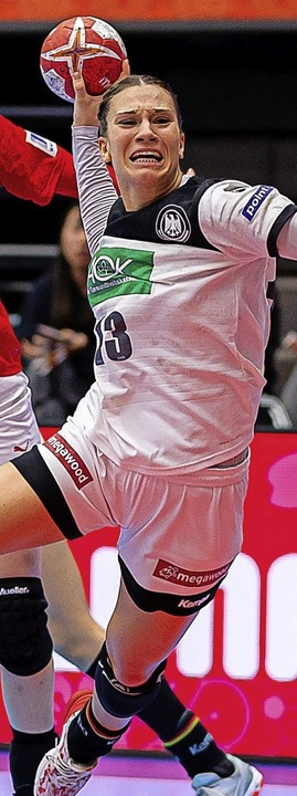 Auch im Handball darf vom 1. Juli an i...ssen im Wettkampf ist wieder erlaubt.   | Foto: Marco Wolf (dpa)