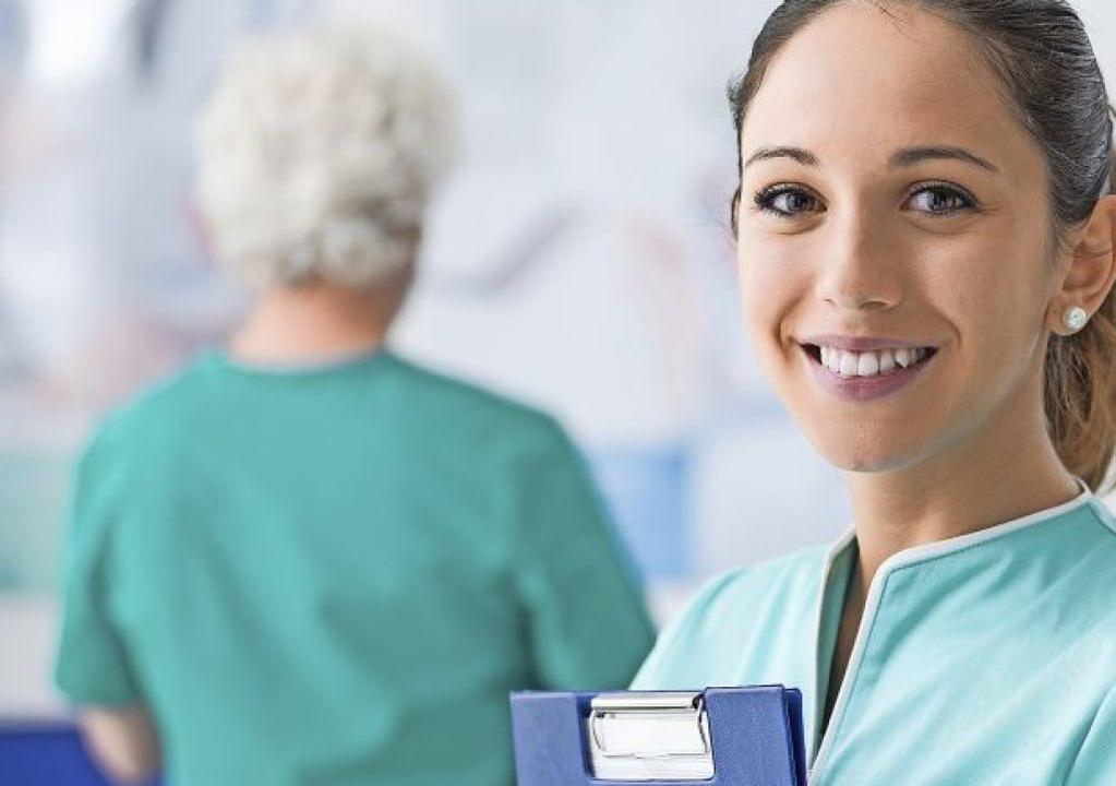 Vier von fünf in der Pflege Beschäftigte sind weiblich.  | Foto: stokkete  (stock.adobe.com)