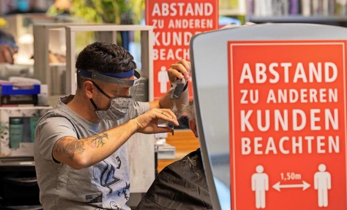 Besonders hart trafen die Corona-Schut...ger Hygiene- und Sicherheitsstandards.  | Foto: Robert Michael