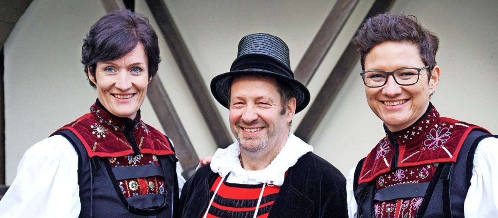 Trio in Tracht: Der Vorstand der Verei...Schmidt und Simone Hofmann (von links)    Foto: privat