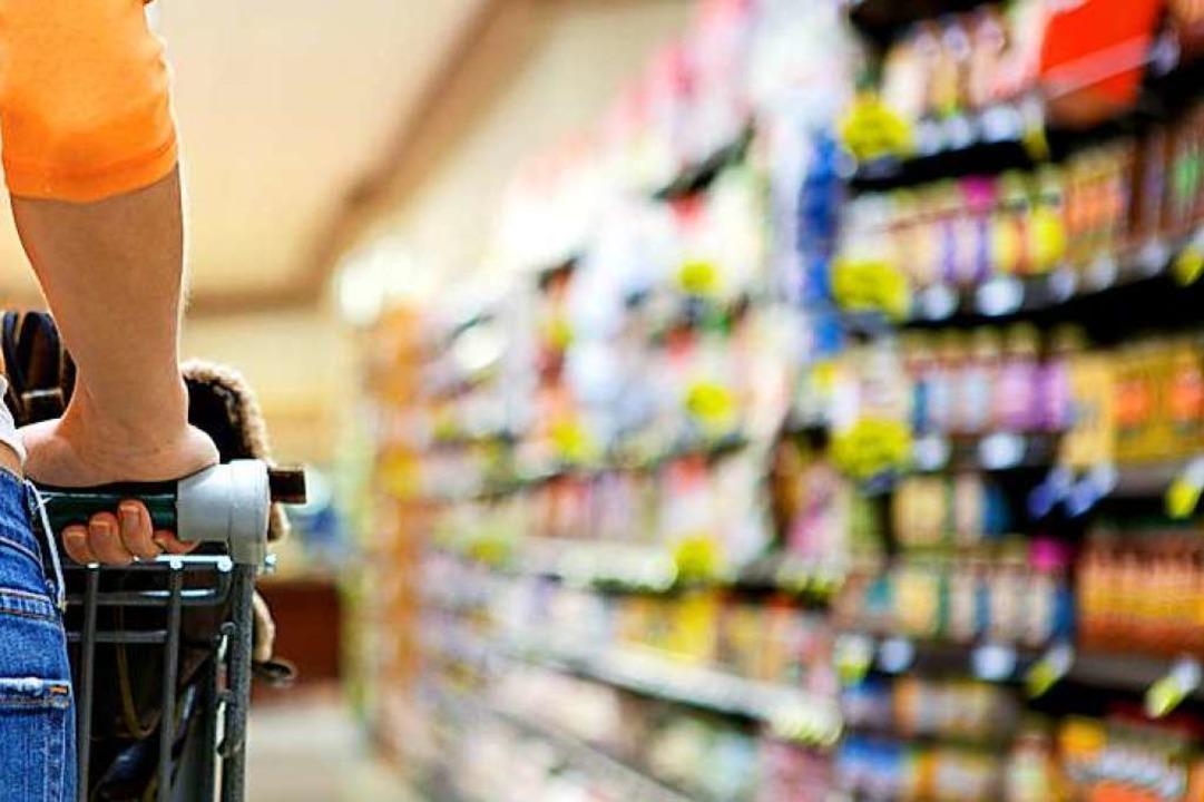 Wer einkaufen geht (Symbolfoto), muss weiterhin eine Maske tragen.  | Foto: James Peragine / fotolia.com