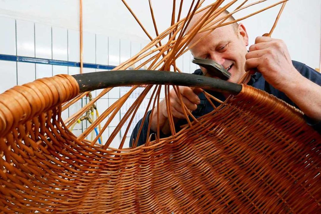 Auf Usedom werden die Körbe noch in Handarbeit geflochten.  | Foto: Dörte Nohrden