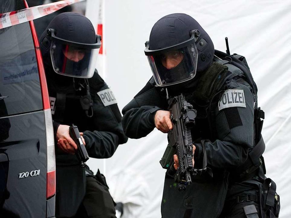 Spezialkräfte der Polizei im Einsatz (Symbolbild)  | Foto: Arne Dedert