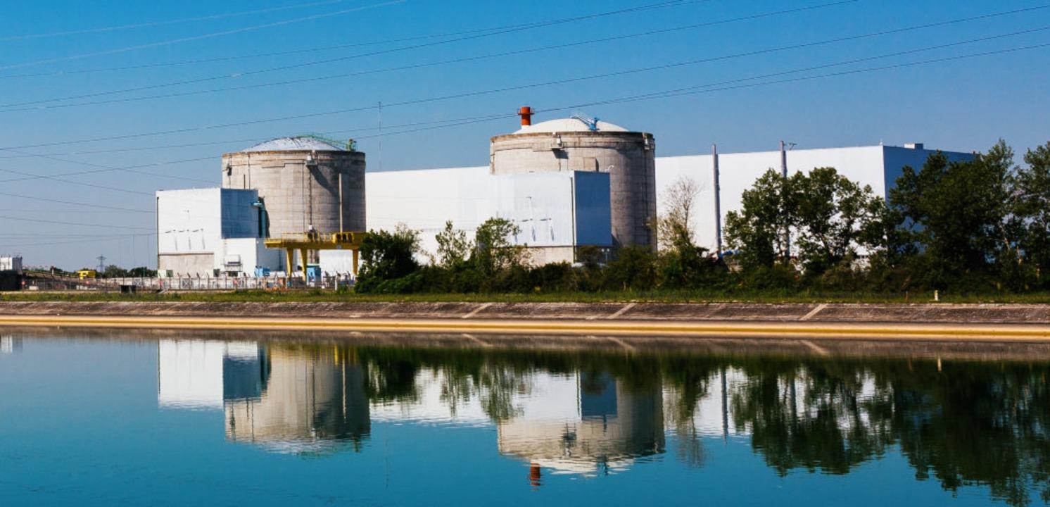 Die beiden Reaktorgebäude des Kernkraf...letzte (?) Notabschaltung gegeben hat.  | Foto: Philipp von Ditfurth (dpa)