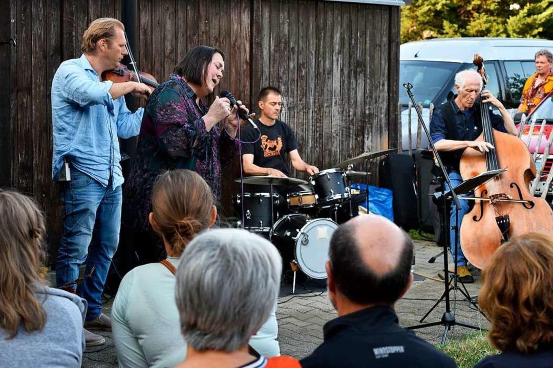 Archivfoto der Haslacher Hofmusik 2019...athstraße 48 in der Gartenstadt. Musik  | Foto: Thomas Kunz