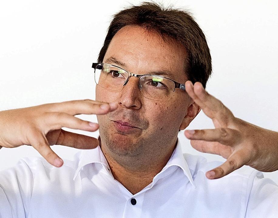 Sieht das große Ganze: Michael Blume, ...tismusbeauftragte der Landesregierung.  | Foto: Bernd Weissbrod (dpa)