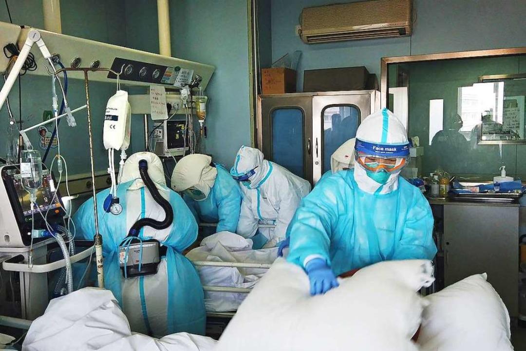 Ärzte in Wuhan – ratlos: Szene aus der abgesetzten Doku   | Foto: SWR/CICC