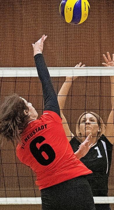 Zurück am Netz: Neustadts Volleyballerinnen  | Foto: Wolfgang Scheu