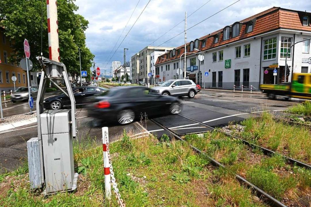 Bahnübergänge sind für Autofahrer häufig ein Ärgernis in Lörrach.  | Foto: Jonas Hirt