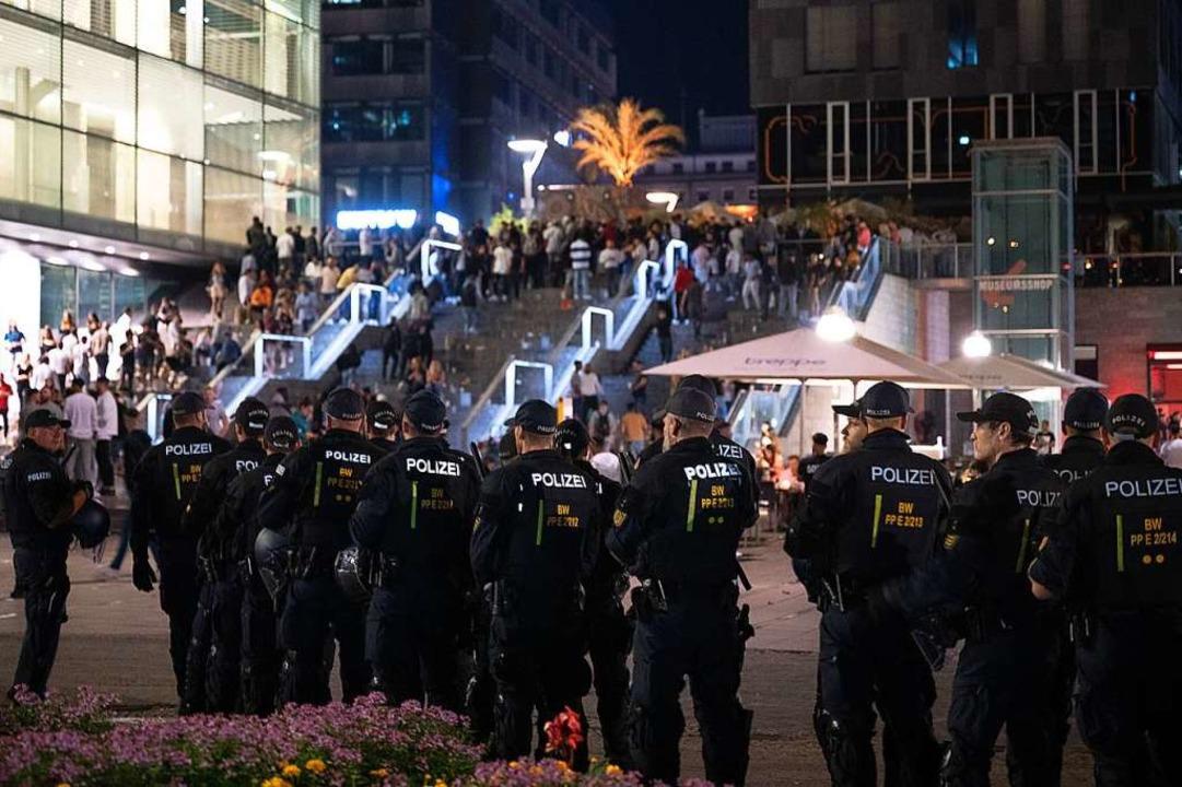 Aggressionen im Keim zu ersticken, war das Ziel der Polizei.  | Foto: Sebastian Gollnow (dpa)