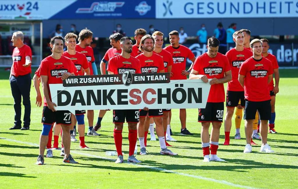 Ende gut, (wieder mal) alles gut: die ...isonabschluss gegen den FC Schalke 04.  | Foto: RALPH ORLOWSKI (AFP)