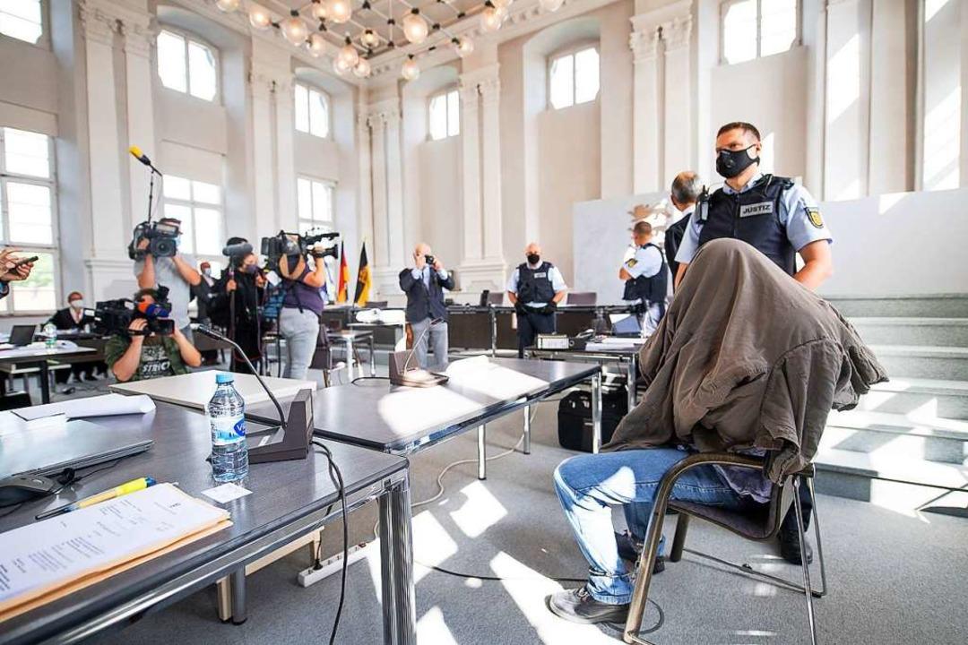 Der Prozess wird von zahlreichen Medien begleitet.  | Foto: Sebastian Gollnow (dpa)