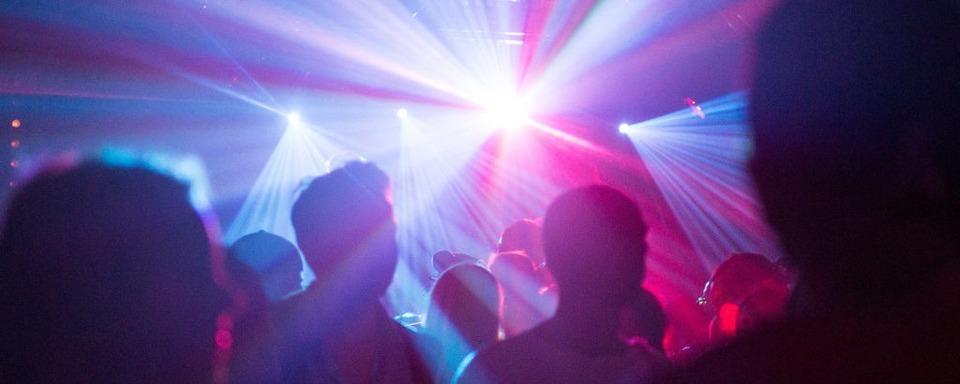Polizei beendet Feier mit 80 Menschen in einer Breisacher Diskothek