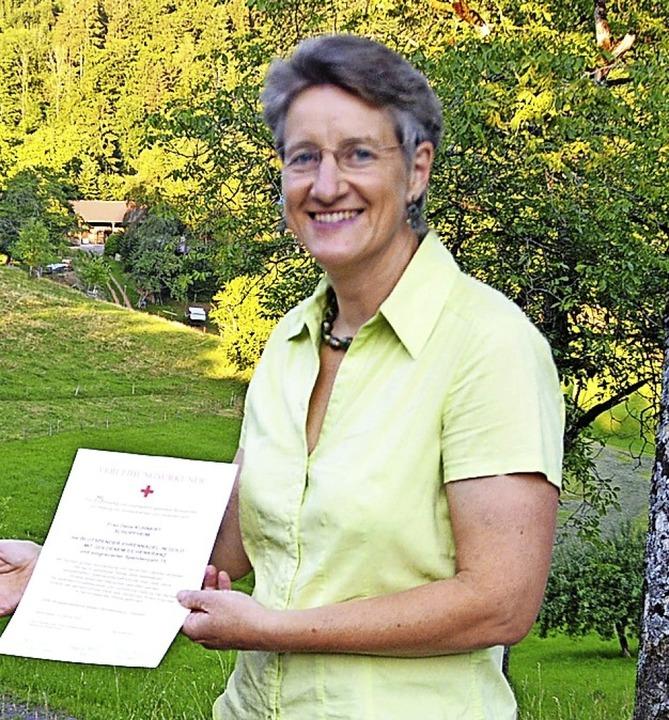 Delia Kuhnert hat 75 Mal Blut gespende...b es nun eine Ehrung im Ortschaftsrat.  | Foto: Edgar Steinfelder