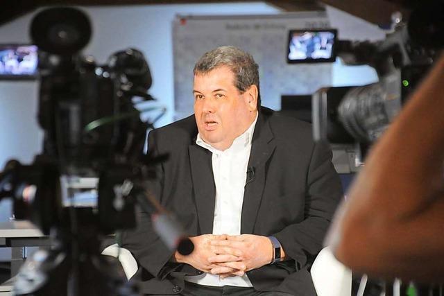 Video: Schönaus Bürgermeister Peter Schelshorn steht im Live-Interview Rede und Antwort vor der Wahl