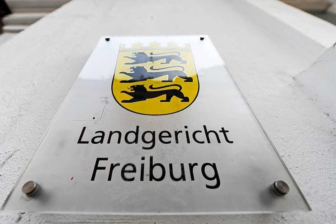 Der Fall eines Fußballtrainers wird am  Landgericht verhandelt.  | Foto: Patrick Seeger (dpa)
