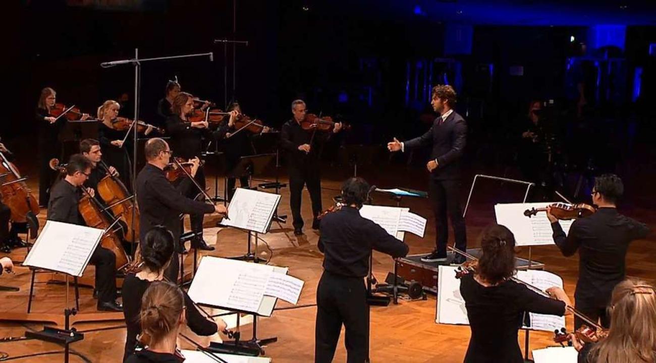 Drei Meter Distanz zum Orchester: Dirigent Lorenzo Viotti  | Foto: SWR